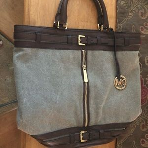 Michael Kors handbag/tote. Great work bag!!
